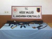 Jandarma yaptığı operasyonda Kalaşnikof ele geçirdi