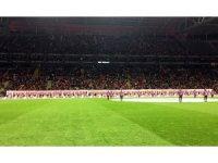Galatasaray taraftarı Öğretmenler Günü'nü unutmadı