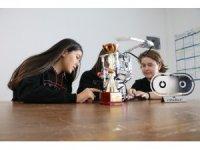 14 yaşındaki kız öğrenciler 'yangın söndürme robotu'yla dünya ikincisi oldu