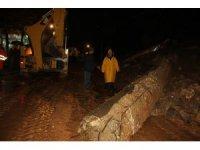 Şanlıurfa'da yağış nedeniyle okul duvarı çöktü