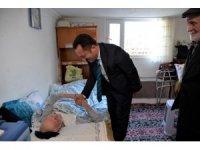 Vali Şentürk, 106 yaşındaki asırlık çınarı ziyaret etti