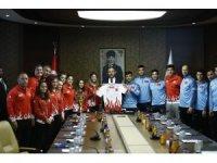 Bakan Kasapoğlu, milli judocuları ağırladı