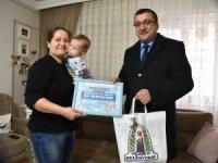 Başkan Öz 'Hoş geldin bebek' ziyaretlerine devam ediyor