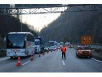Otomobile çarpan tır TEM Otoyolu'nu kapattı: 2 yaralı