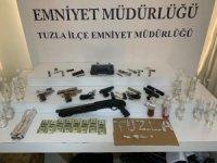Tuzla'da bekçileri görünce duran araçtaki 3 şahıs suç makinesi çıktı