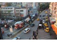 Kazaların bitmediği yokuşta kamyon 6 aracı biçti: 2 yaralı