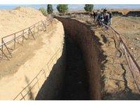 Alaşehir'deki 'fay hendeği' öğrenciler tarafından inceledi