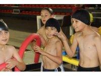 'Yüzme Bilmeyen Kalmasın' projesiyle 1 milyon öğrenci yüzmeyi öğrenecek