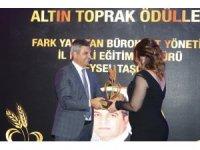 Yılın en iyi fark oluşturan bürokratı ve yöneticisi ödülü Doç. Dr. Feysel Taşçıer'e verildi