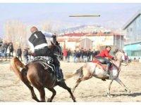 Erzincan'daki atlı cirit dostluk müsabakası nefes kesti
