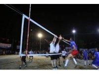Kaş'ta voleybol turnuvası düzenleniyor