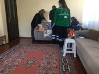 Kemer Belediyesi yaşlı vatandaşların evlerinde bakımlarını yapıyor