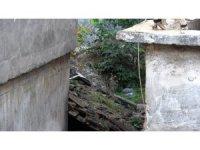 Tarihi hamam binaların arasında kaderine terk edildi