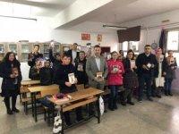 Köy okuluna kitap bağışı