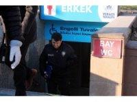 Şehir merkezindeki tuvalette kalp krizi geçirerek hayatını kaybetti