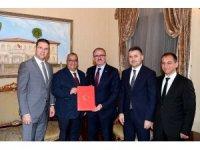 Vali Münir Karaloğlu, hayırsever Doktor Cenk Beyaz ile Okul Protokolü imzaladı.