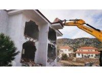 Marmaris'te kaçak 2 yapının yıkımı tamamlandı