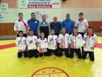 Kayserili Pehlivanlar Analig grup müsabakalarından şampiyon olarak döndü