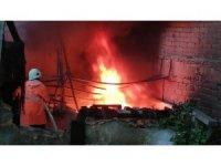 Zonguldak'ta mobilya atölyesinden büyük yangın