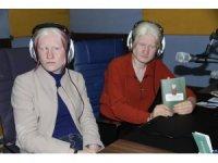 Albino ve engelli kardeşlerin azmi umut oluyor