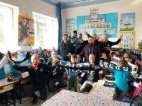 Burhaniye'de Beşiktaşlılar öğrencileri sevindirdi