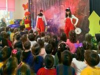 Kardeş okul öğrencileri ile birlikte tiyatro izlediler