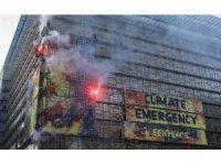 Brüksel'de AB liderler zirvesinde meşaleli protesto