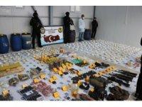 Diyarbakır'da teröristlere ait cephanelik ele geçirildi: 22 gözaltı
