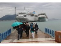 Alanya'ya bir günde iki lüks gemiyle 2 bin turist geldi