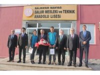 Okulda hayvan sağlığı kliniği Vali Yazıcı tarafından açıldı