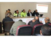 Hakkari'de servis şoförleriyle toplantı yapıldı