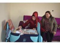 İlçe Sağlık Müdürü Anteplioğlu yardım bekleyen aileyi ziyaret etti