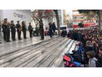 Askeri bandodan öğrencilere sürpriz konser