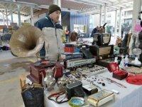 Salihli'deki ikinci el eşya pazarına büyük ilgi