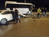 Otel personelini taşıyan servis aracı otomobille çarpıştı: 1 yaralı