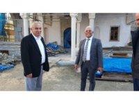 Başkan Bozkurt inşaatı devam eden camiyi gezerek yetkililerden bilgi aldı