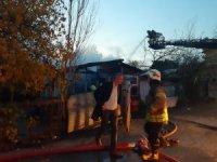 Pendik'te evin alev alev yandığı anlar kamerada