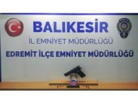 Balıkesir'de polis 8 silah ele geçirdi