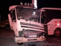 Malatya'da yolcu otobüsü ile kamyonet çarpıştı: 2 yaralı
