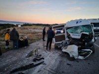 Servis minibüsü, vince arkadan çarptı: 15 yaralı
