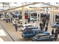 Salihli açık oto pazarı dolup taşıyor