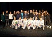 Pijamalı Adamlar, Atatürk Evi için sahne aldı