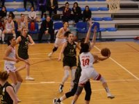 Turgutlu Belediye Kadın Basketbol Burhaniye'ye kaybetti