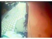 Otomobil açıköğretim ofisine daldı: 1 ölü, 2 yaralı