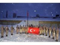 Kaymakam Pendik yeni yıla Kato'da Mehmetçik ile girdi