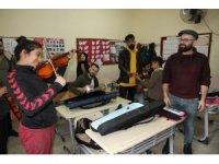 Çocuklar İçin Çal Derneği köy okuluna müzik sınıfı kazandırdı