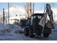 Beytüşşebap'ta karla mücadele çalışmaları devam ediyor