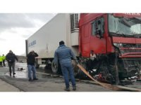 İki tır çarpıştı, Kapıkule-İstanbul yolu 3 saat trafiğe kapandı