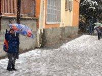 Kar yağışı nedeniyle bazı illerde eğitime ara verildi