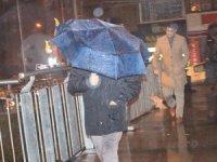 İstanbul'da şiddetli yağış ve rüzgar etkisini sürdürüyor